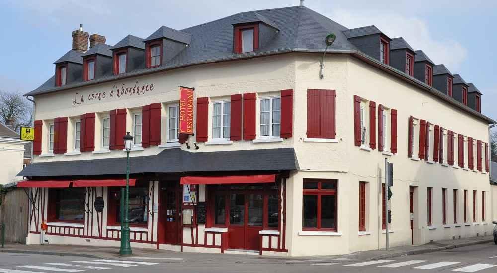 Facade de l'hôtel restaurant La Corne d'Abondance, Bourgtheroulde © JC Delisle