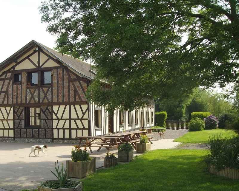 Gîte de groupe Ferme du Bois Dame, St-Aubin-du-Thenney © Adetmir