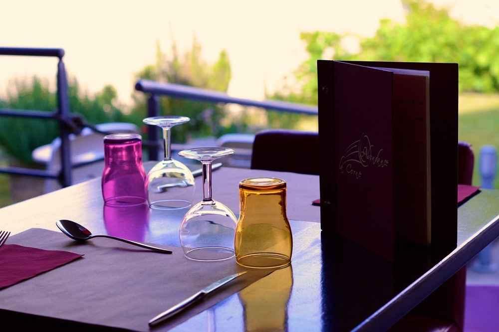 Table dressée, Hôtel restaurant La Corne d'Abondance, Bourgtheroulde © JC Delisle